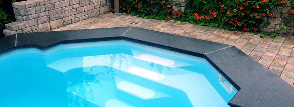 Schwimmbadtreppe
